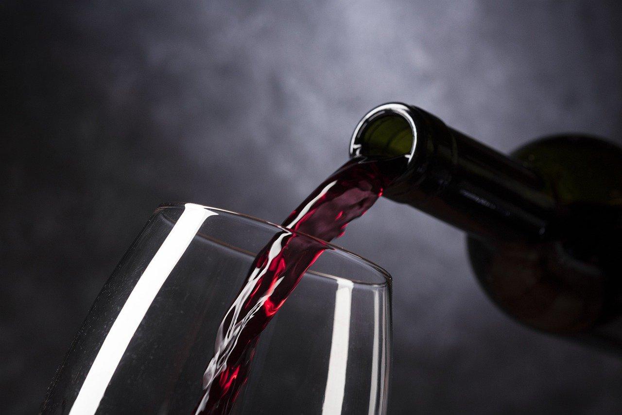 Wein rot, 13.5 vol% Essen und Trinken alkoholhaltige Getränke