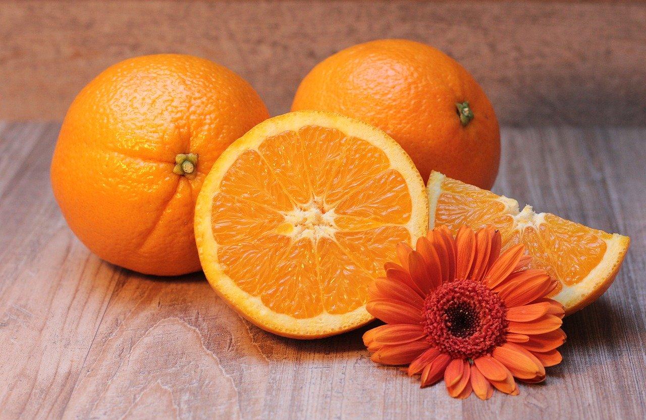 Orangensaft, angereichert mit Vitamin C Essen und Trinken Früchte