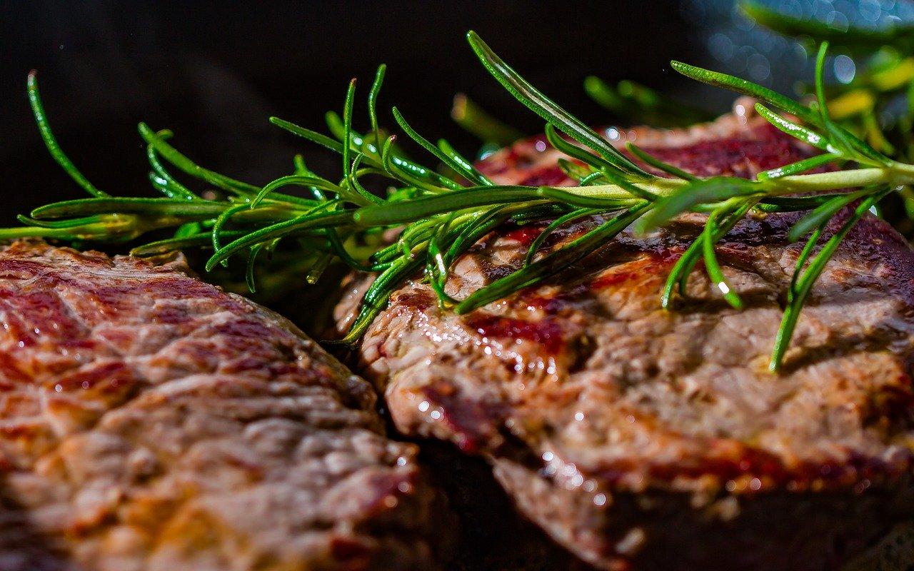 Schweinefleisch (Durchschnitt exkl. Innereien, Kotelett, Haxe) Essen und Trinken Fleischwaren und Innereien