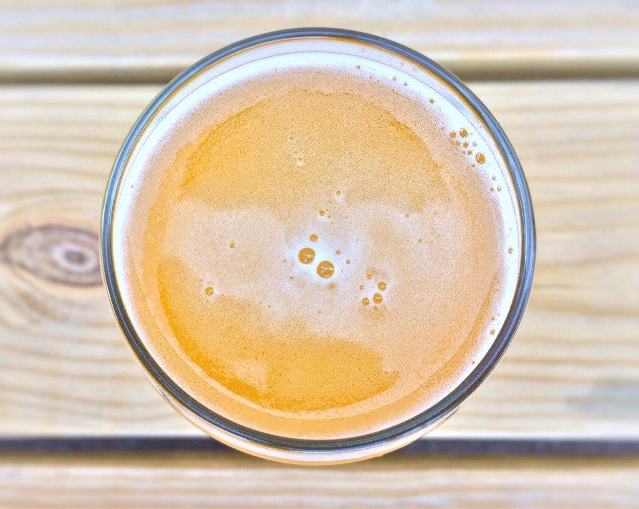 Eichhof Lager (4.8 vol%) Essen und Trinken alkoholhaltige Getränke
