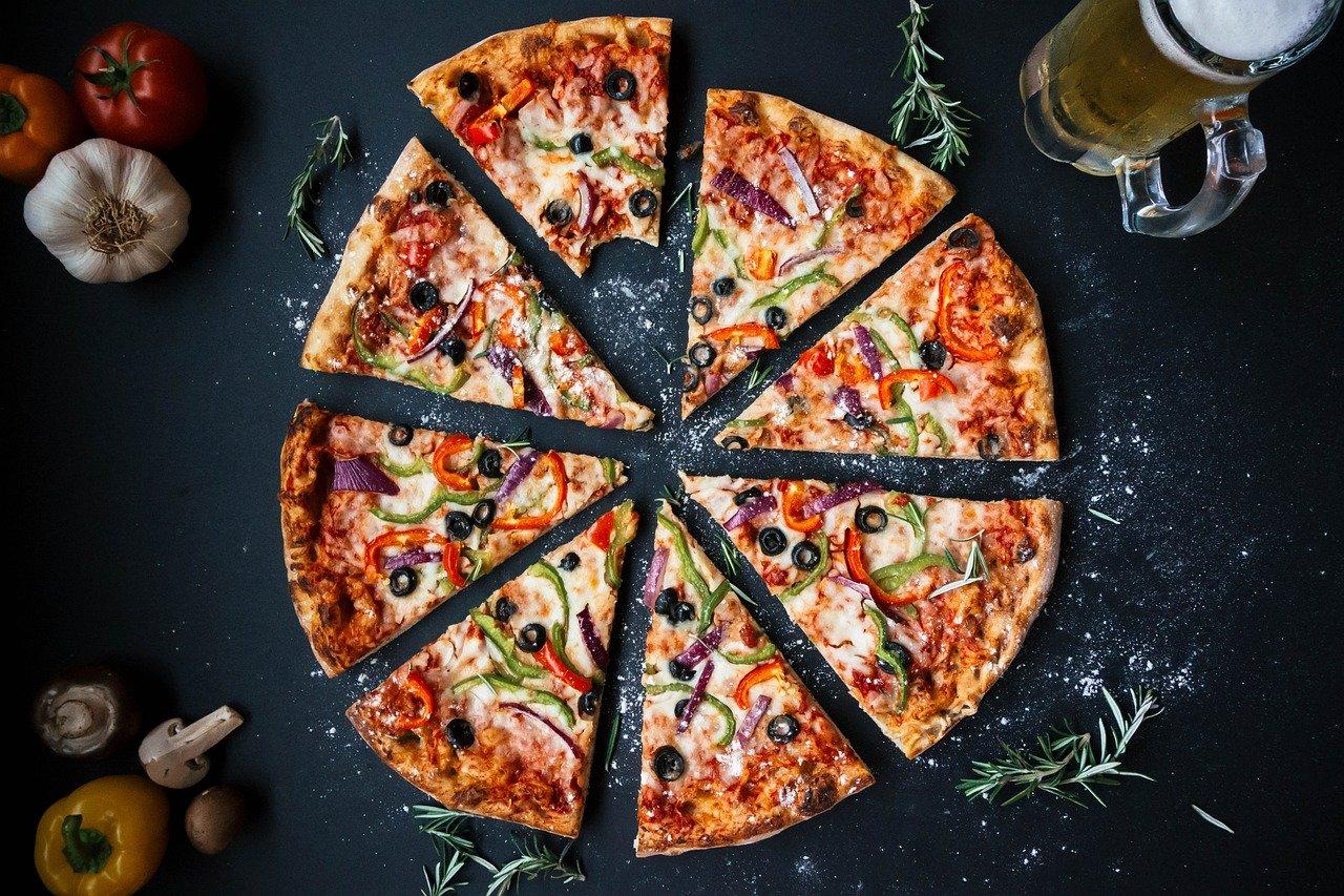 Pizzateig (mit Olivenöl), ungebacken Essen und Trinken Getreideprodukte, Hülsenfrüchte und Kartoffeln