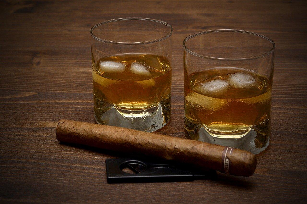 Ballantine's 12 years old blended Scotch Whisky (40 vol%) Essen und Trinken alkoholhaltige Getränke