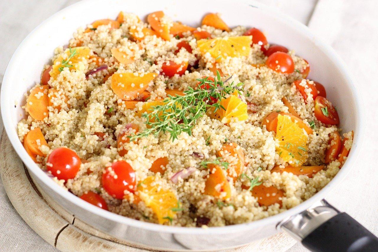 Quinoa, gekocht (ohne Zugabe von Salz und Fett) Essen und Trinken Getreideprodukte, Hülsenfrüchte und Kartoffeln