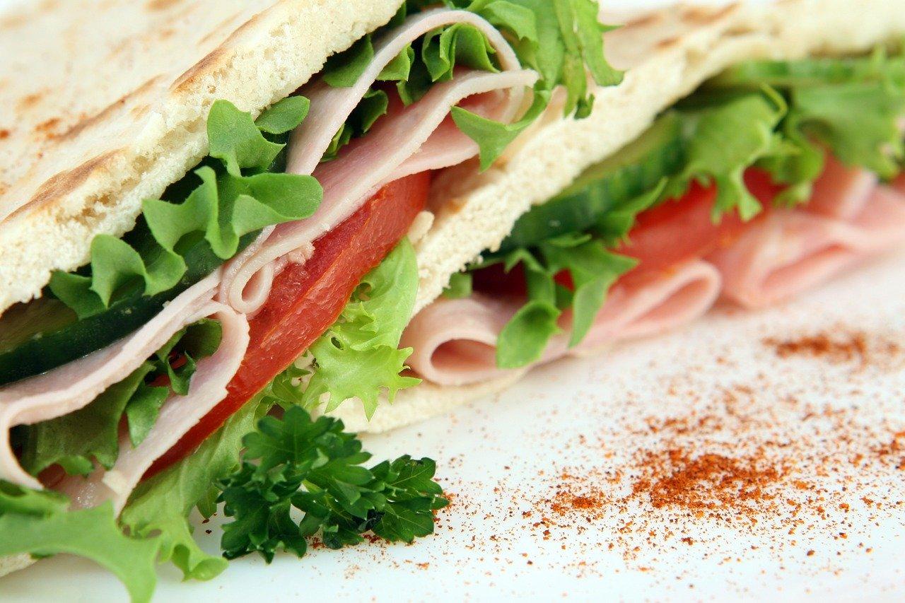 Sandwich (Ruchbrot) mit Trockenfleisch Essen und Trinken Gerichte