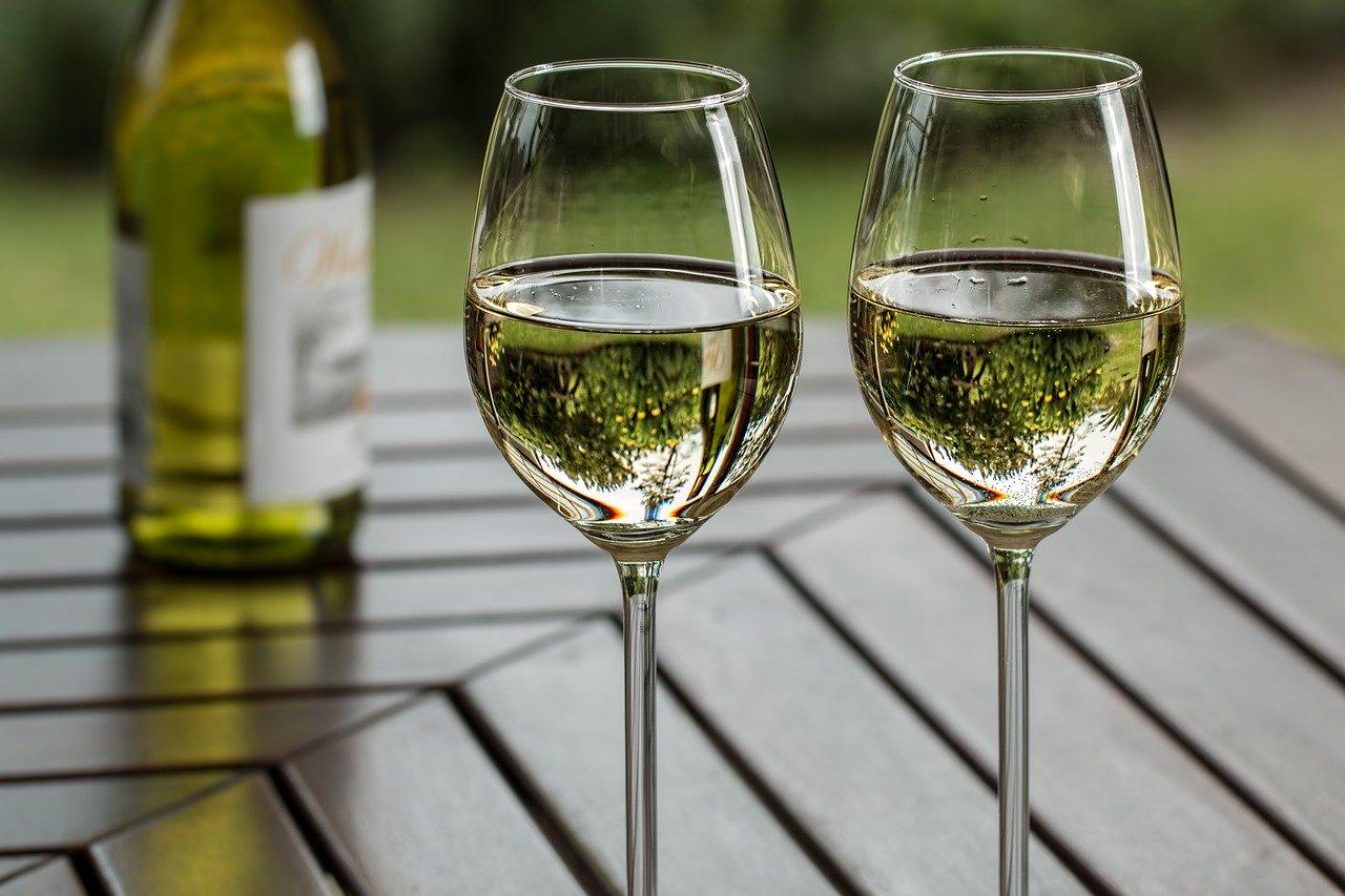 Wein weiß, gespritzt, süß Essen und Trinken alkoholhaltige Getränke