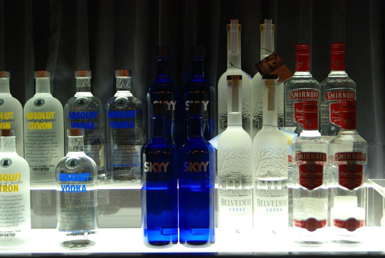 Absolut Vodka (40 vol%) Essen und Trinken alkoholhaltige Getränke