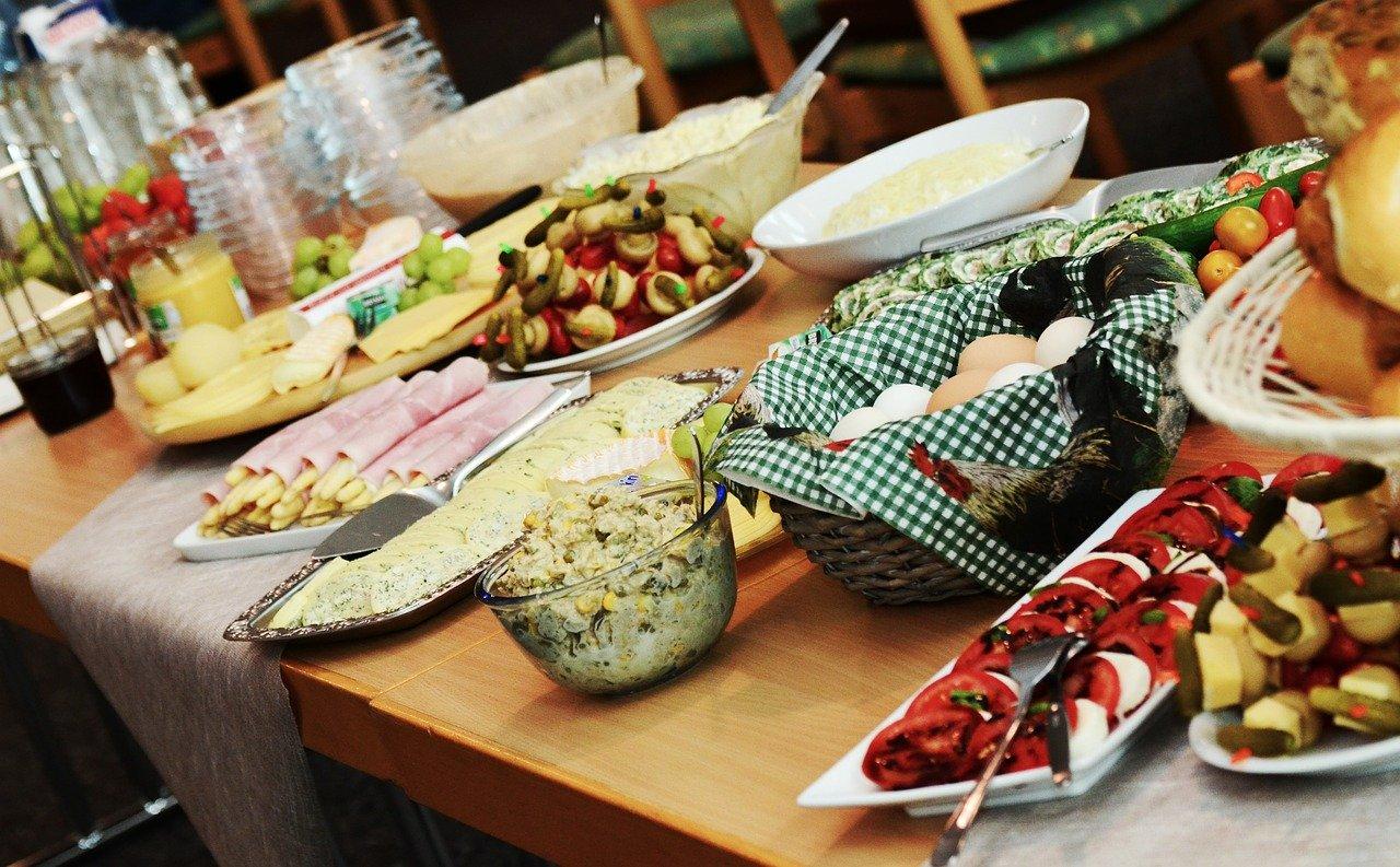 Zucchettischeiben, paniert, zubereitet Essen und Trinken Gerichte